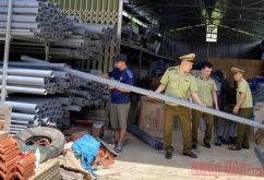 Thu giữ nhiều ống nhựa có dấu hiệu giả mạo nhãn hiệu Tiền Phong